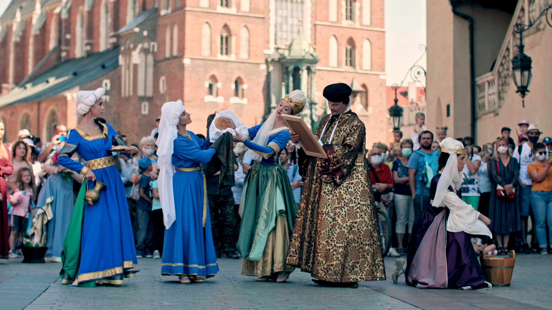 KRAKOW PAINTED WITH DANCE