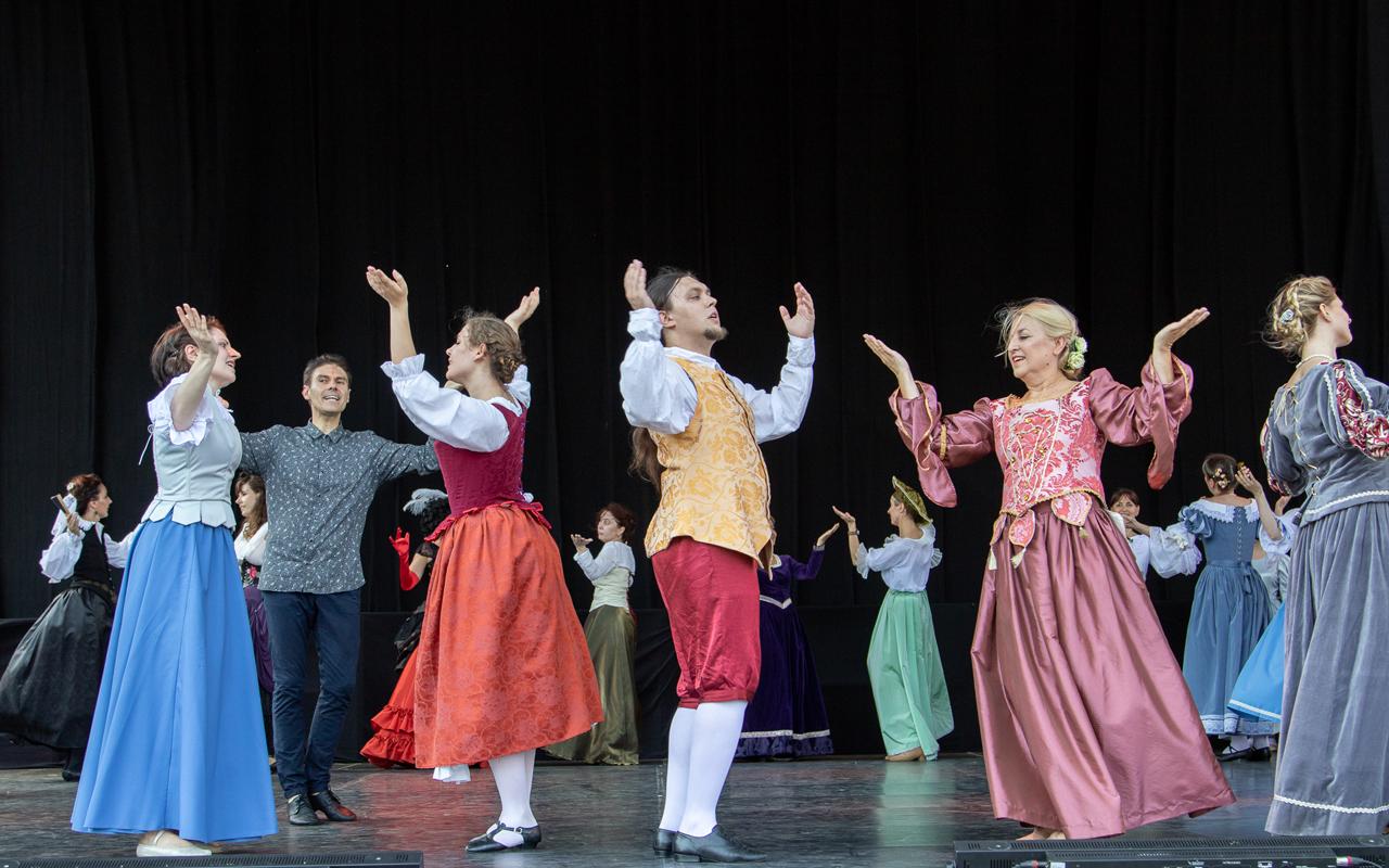 Fotografia nr 1528: pokaz grupy warsztatowej, fot. Tomasz Korczyński